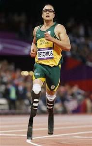 8月5日、ロンドン五輪の陸上男子400メートル準決勝で、両脚が義足の選手として初めて五輪に出場したオスカー・ピストリウスは2組の最下位となり、決勝進出はならなかった(2012年 ロイター/Lucy Nicholson)
